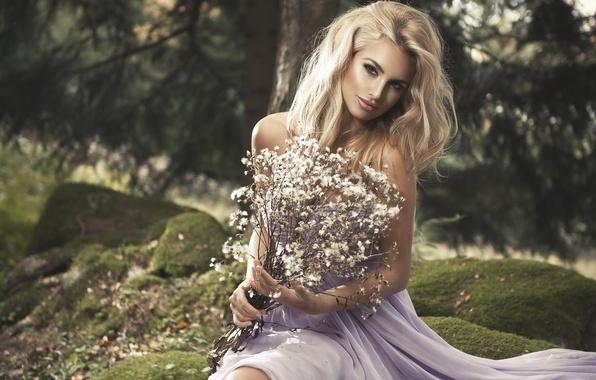 Картинка трава, девушка, природа, камни, мох, букет, платье, блондинка, Monika Jaros