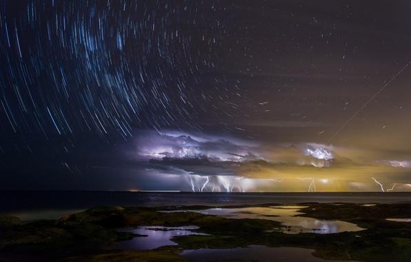 Картинка море, небо, вода, свет, ночь, тучи, шторм, город, океан, молнии, бухта, звёзды, выдержка, Австралия, млечный …