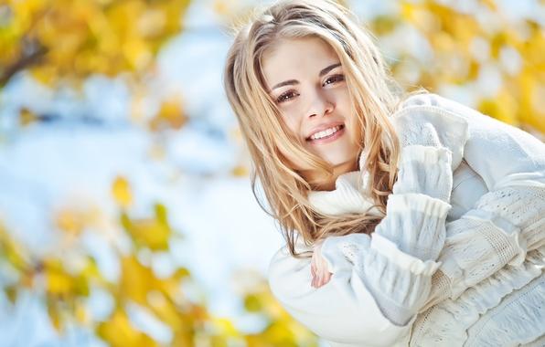 Картинка осень, девушка, лицо, улыбка, настроение, блондинка, красивая, время года