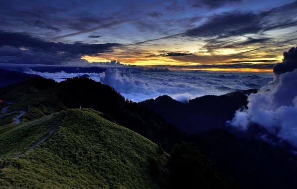Обои картинки фото закат горы облака