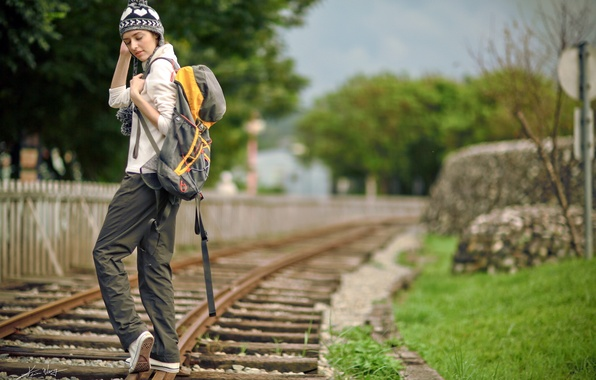 Картинка девушка, фон, железная дорога