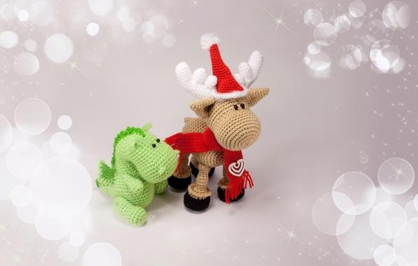 Картинка праздник, шапка, игрушки, олень, шарфик, дракончик, сувениры