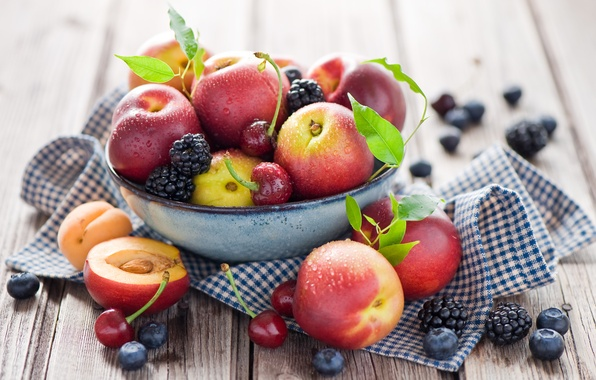 Картинка лето, капли, вишня, ягоды, черника, тарелка, фрукты, натюрморт, персики, черешня, ежевика, нектарин, Anna Verdina