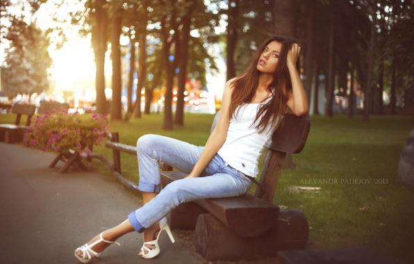 Картинка взгляд, девушка, цветы, скамейка, парк, красота, каблуки, ножки, photographer, Александр Падежов