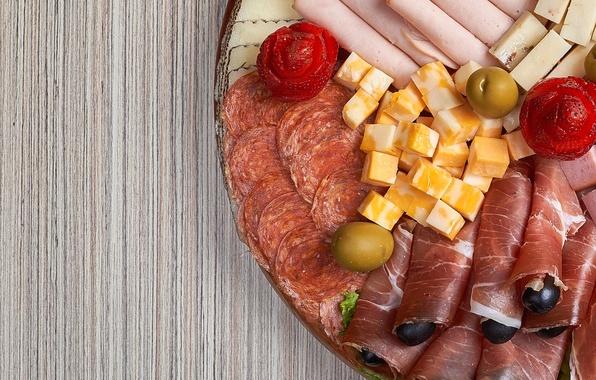 Картинка сыр, клубника, мясо, оливки, колбаса, нарезка, ассорти, ветчина, хамон