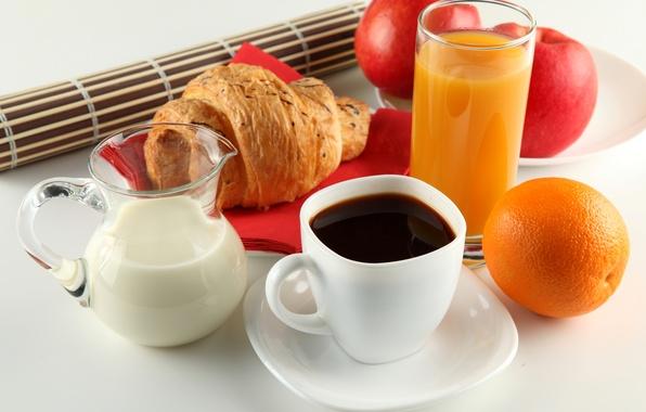 Картинка яблоки, кофе, апельсин, завтрак, молоко, сок, чашка, белая, кувшин, блюдце, круассан