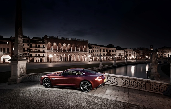 Картинка Aston Martin, Красный, Огни, Ночь, Город, Vanquish, AM310