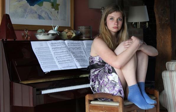 Картинка девушка, ноты, пианино, emma
