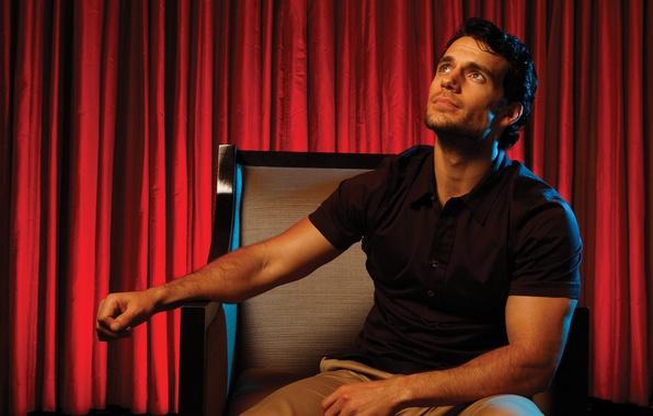 Картинка кресло, фотограф, газета, актер, красные, шторы, фотосессия, Henry Cavill, Генри Кавилл, Los Angeles Times, LA …