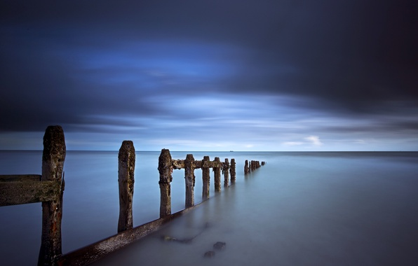 Картинка гроза, небо, тучи, синева, берег, Море, опоры