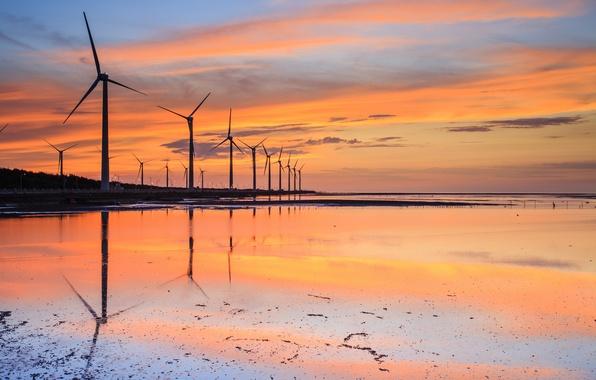 Картинка небо, вода, облака, закат, оранжевый, пролив, отражение, голубое, берег, вечер, Тайвань, ветряки, мель, КНР, ветряные …