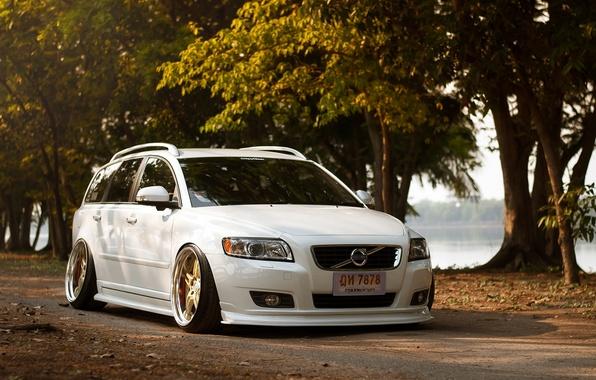 Картинка Volvo, Машина, Тюнинг, Белая, Вольво, Car, Автомобиль, White, Tuning, Stance, Slammed, ф50, V50