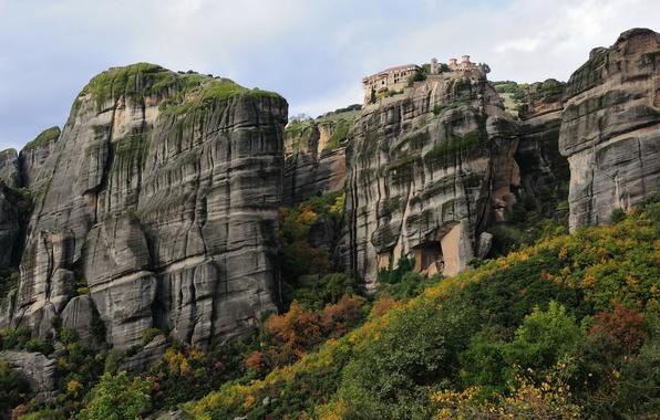 Картинка осень, небо, деревья, горы, дом, скалы, башня, монастырь
