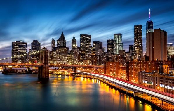 Картинка дорога, ночь, город, огни, река, здания, Нью-Йорк, небоскребы, вечер, подсветка, тени, USA, Бруклинский мост, Brooklyn, …