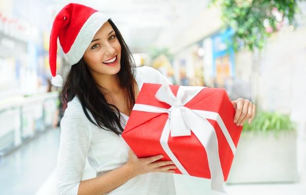 Картинка взгляд, девушка, улыбка, коробка, подарок, лента, снегурочка, шатенка, колпак