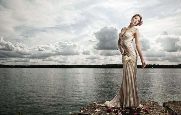 Картинка вода, цветы, поза, озеро, стиль, модель, розы, фигура, платье, Esseri Holmes