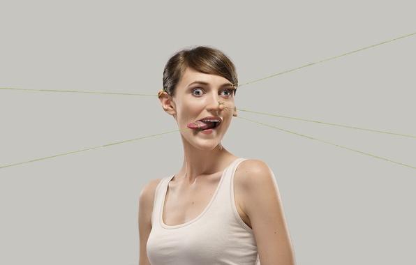Картинка девушка, лицо, креатив, юмор, romain laurent, роман лорен, резинки, растяжка, гримаса, пластика