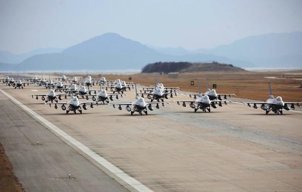 Картинка Самолет, Истребитель, Полоса, Оружие, Много, ВВС, Многоцелевой, Одноместный, F 16, Взлетная полоса, F 16A