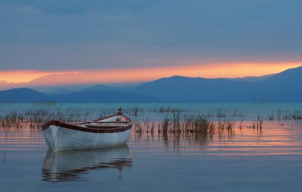 Картинка горы, озеро, лодка, Турция, Turkey, Lake Beysehir, Taurus Mountains, озеро Бейшехир, Таврские горы