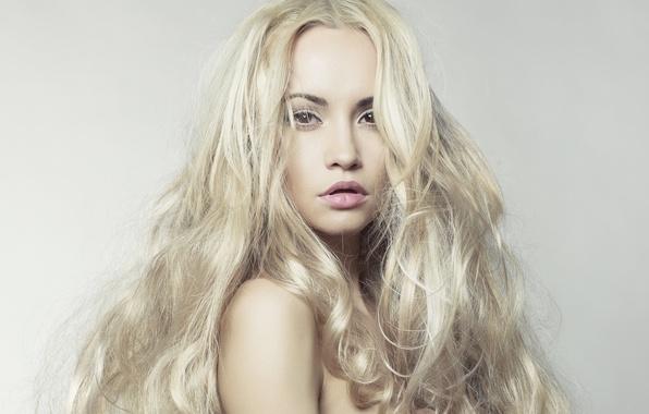 Картинка глаза, взгляд, лицо, фон, губы, плечи, длинные, блондинка. волосы