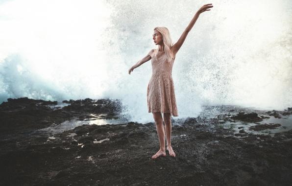 Картинка девушка, водопад, платье