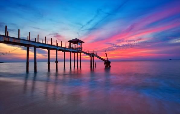 Картинка море, небо, облака, закат, причал, пирс, зарево