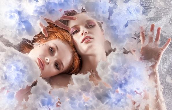 Картинка лед, стекло, снег, две девушки, Ice Babes