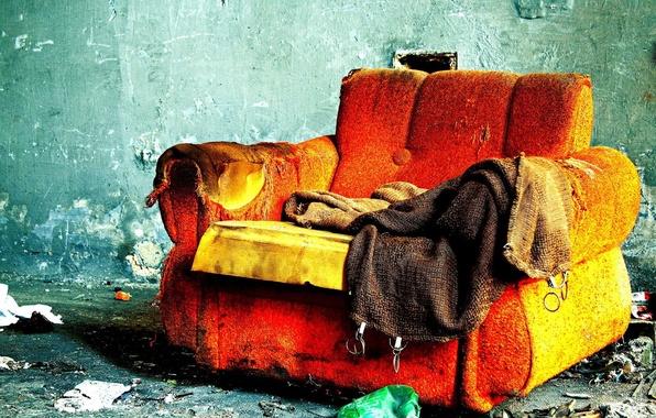 Обои картинки фото диван, комната, пожар, одиночество