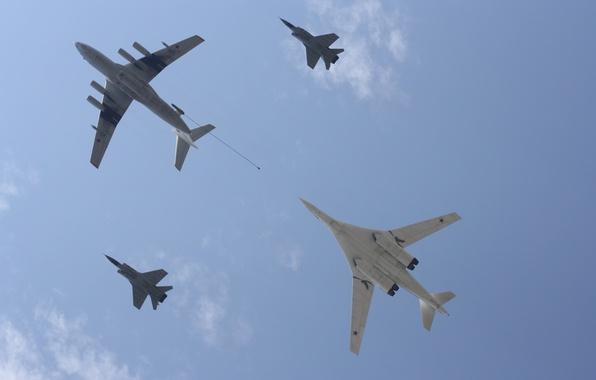 Картинка небо, высота, истребитель, полёт, бомбардировщик, самолёт, bomber, ракетоносец, военный, fight, стратегический, Tupolev, Туполев, заправщик, дозаправка, …