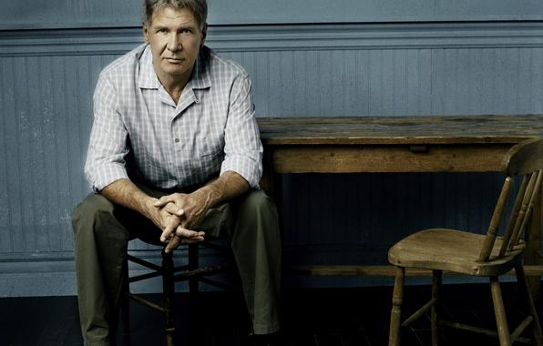 Картинка стол, актер, сидит, Harrison Ford, Харрисон Форд