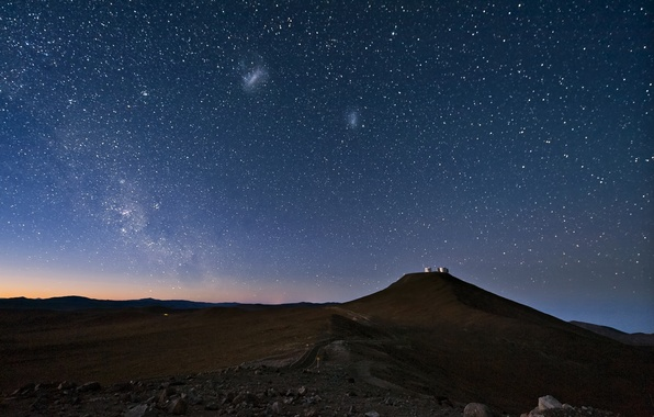 Картинка небо, звезды, ночь, пустыня, Млечный путь, Чили, Атакама, Магеллановы облака