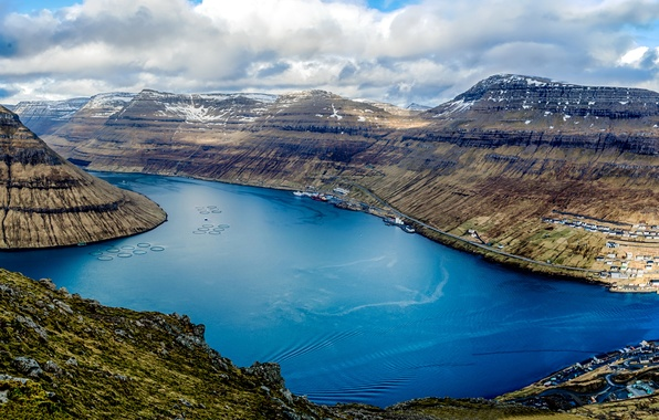 Картинка облака, горы, корабли, Дания, панорама, залив, вид сверху, гавань, Faroe Islands, Klaksvik