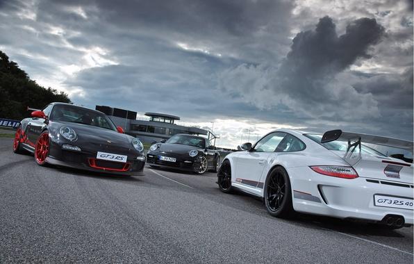 Картинка белый, тучи, серый, черный, здание, 911, Porsche, перед, silver, white, порше, black, трек, gt3, front, …