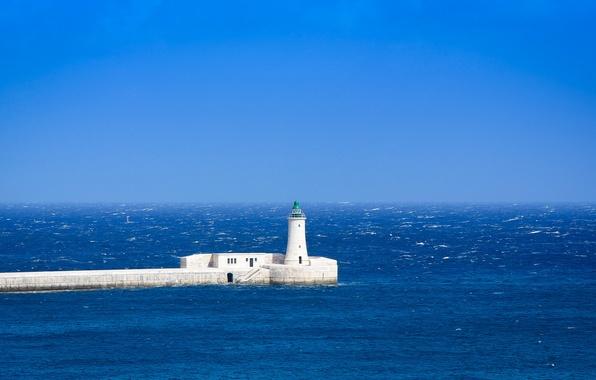Картинка море, маяк, горизонт, голубое небо, море взволнованное
