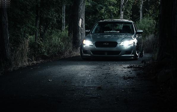Картинка дорога, лес, свет, фары, subaru, субару, legacy