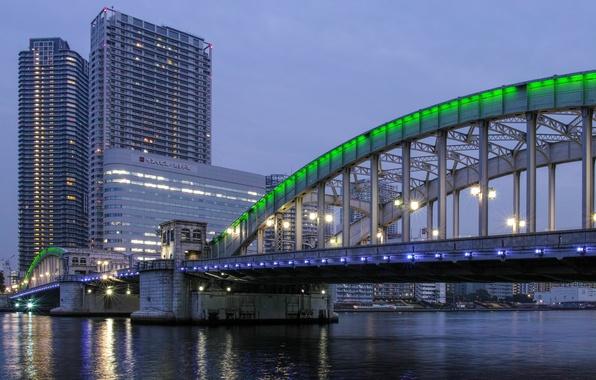 Картинка небо, мост, огни, здания, вечер, Япония, освещение, подсветка, Токио, фонари, залив, Tokyo, Japan, зеленая, мегаполис, ...