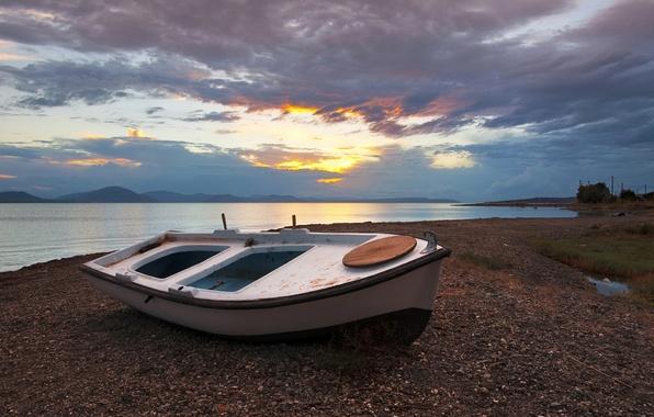 Картинка пляж, облака, закат, тучи, озеро, лодка