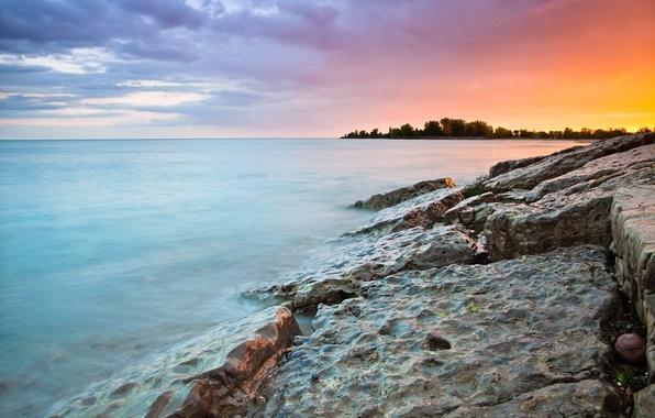 Картинка море, волны, небо, вода, деревья, пейзаж, природа, камни, фон, widescreen, обои, волна, красота, горизонт, wallpaper, …