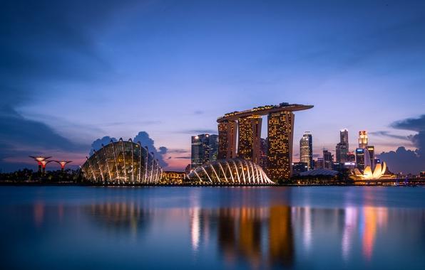 Картинка облака, закат, lights, огни, отражение, небоскребы, вечер, подсветка, залив, Сингапур, архитектура, мегаполис, sunset, clouds, evening, …