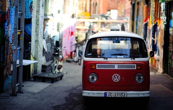 Картинка красный, яркий, город, улица, граффити, volkswagen, фургон, узкая