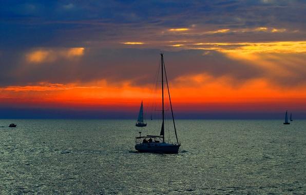 Картинка море, небо, облака, закат, лодки, парус