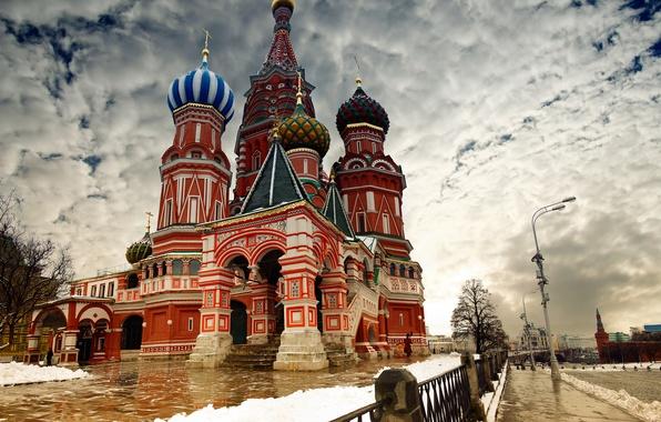 Картинка зима, облака, снег, город, обои, забор, москва, кремль, wallpaper, россия, собор василия блаженного, путин, столица, …