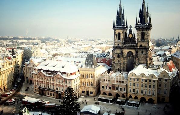 Картинка зима, снег, город, люди, елка, Прага, Чехия, Prague, Czech, Praha, Староместская площадь, Тынский храм