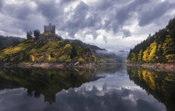 Картинка облака, деревья, туман, озеро, отражение, замок, Франция, зеркало, дождливая, Alleuze