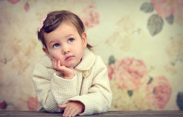 Картинка грусть, взгляд, фон, настроение, widescreen, обои, девочка, wallpaper, girl, ребёнок, широкоформатные, background, mood, sadness, child, …