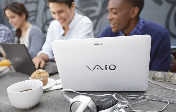 Картинка макро, люди, кофе, наушники, ноутбук, Sony, Vaio