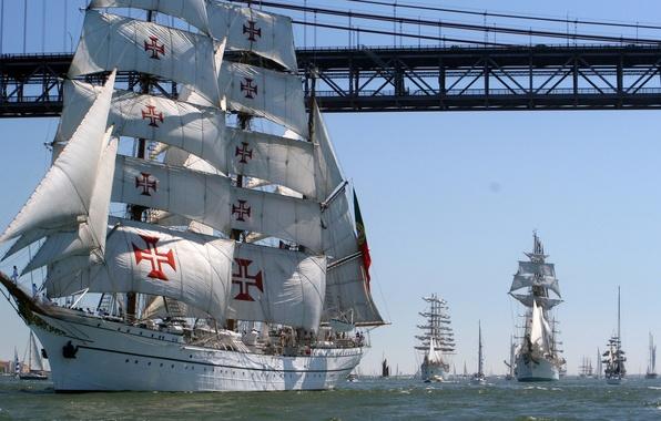 Картинка море, небо, мост, пролив, люди, лодка, корабль, парусник, крест, залив, парад, регата