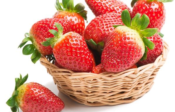 Картинка ягоды, клубника, корзинка, листики