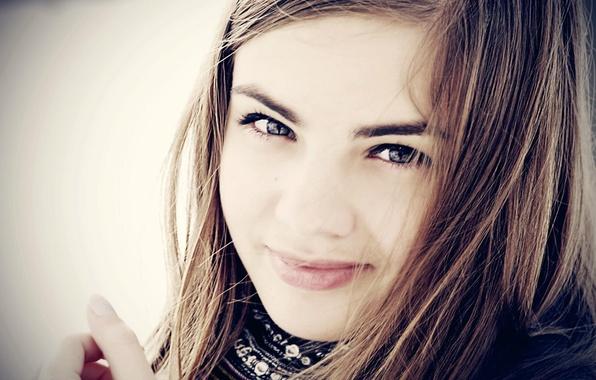 Картинка глаза, взгляд, девушка, лицо, фон, обои, шарф, шатенка, выражение, мимика, настреония