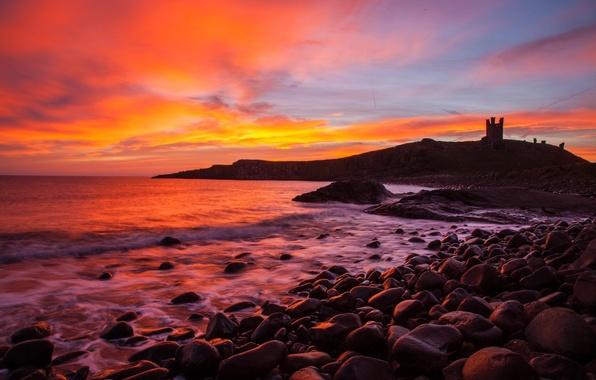 Картинка море, камни, берег, Англия, силуэт, зарево, графство Нортумберленд, замок Данстанборо